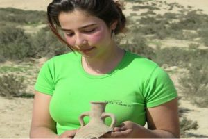 1,500 Year Old Grape Seeds Discovered in the Negev